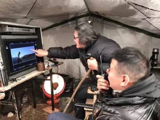 徐浩峰导演在《刀背藏身》片场