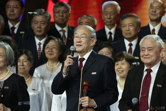 《出彩》清华72岁学霸艺术团暖哭万千网友
