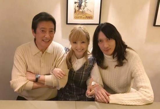 神田沙也加與父親、老公合照