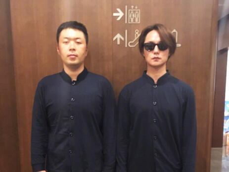 杜海涛和尹正穿同款合照:一个像大师一个像技师