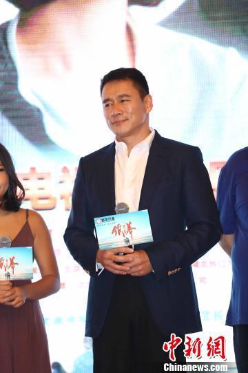 丁海峰在电视剧《领养》中饰演一位出租车司机
