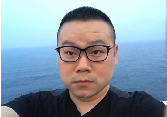 岳云鹏海上观日出面容憔悴 网友:是不是瘦了?