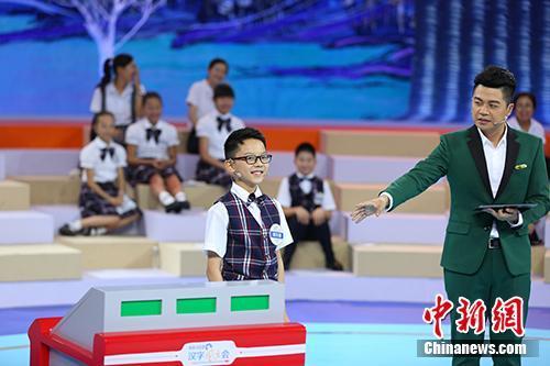四川小选手谢东瑞在『汉字风云会』现场。节目方供图