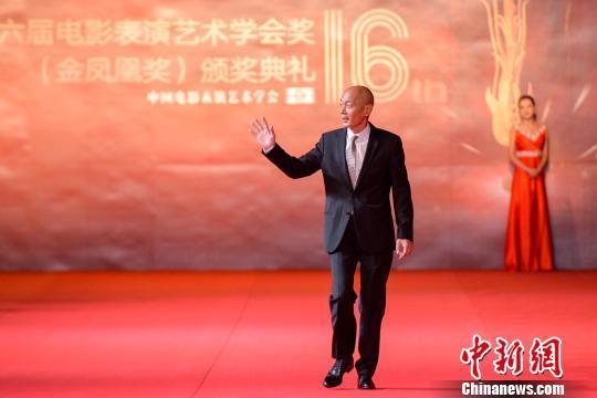 中国电影表演艺术学会会长葛优出席颁奖典礼。 胡耀杰 摄