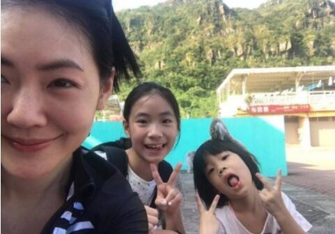 徐熙娣和二女兒、小女兒