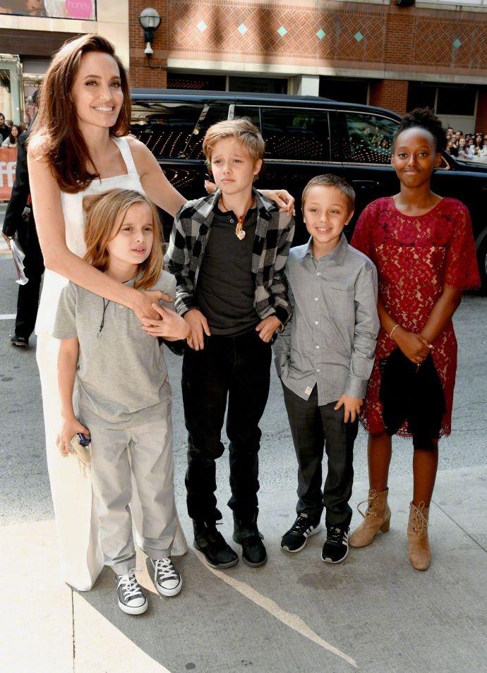 朱莉与四个孩子