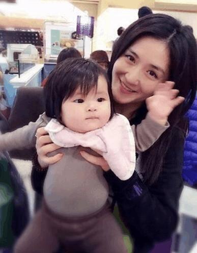 最近谢娜极少在快乐大本营露脸,大家都猜她是不是备孕去了?