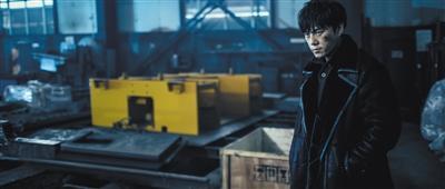 秦昊此次塑造了一个油腔滑调却业务精湛的警察。