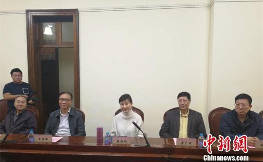 10月13日,台湾京剧名家魏海敏(右三)受聘为上海戏剧学院客座教授。