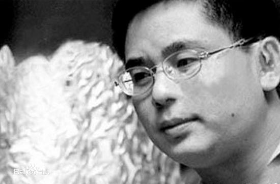 """被红通的""""文化富豪""""刘波去世 前一晚还在发诗"""
