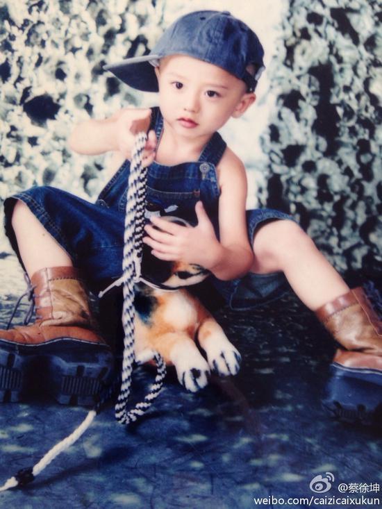 小時候的蔡徐坤。