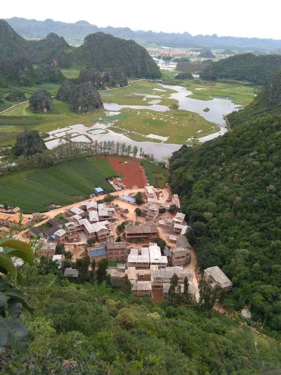"""俯瞰菜花箐村,有些""""新房""""還沒完工 受訪者供圖"""