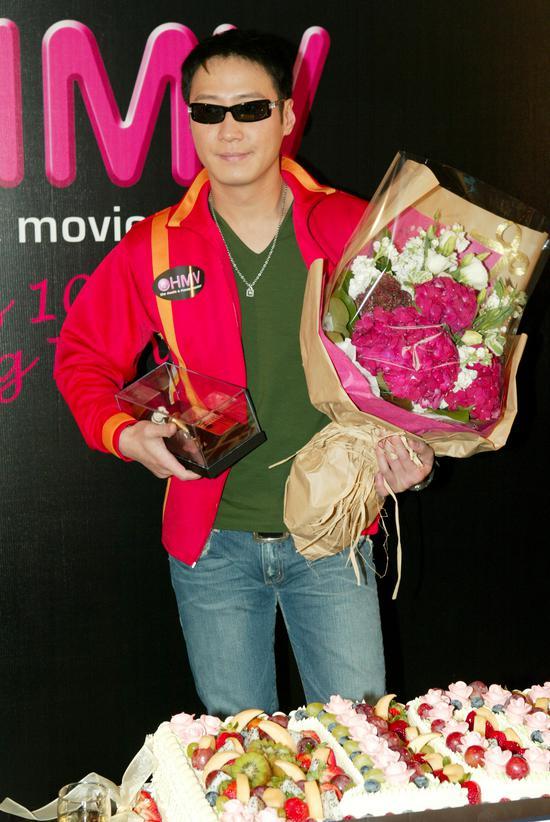 2004年10月2日早晨为HMV十周年作稀奇嘉宾 图/视觉中国