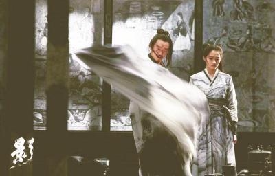 ��影_文汇报评:黑与灰能够消解《影》中的残忍吗?