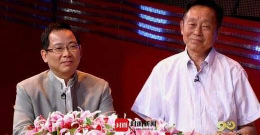 香港歌星张明敏(左)和首届春晚导演黄一鹤(右)