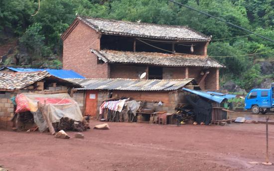村口的空地,原本只有一戶村民。新京報記者 張羽 攝