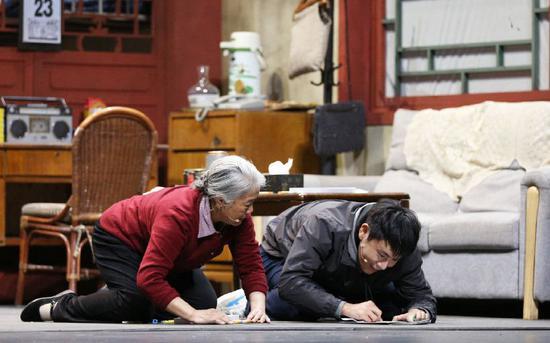 秦昊是公認的演技派演員,在《巔峰對決》決賽中,他飾演的自閉癥兒童極其形象和感人 圖片來自網絡