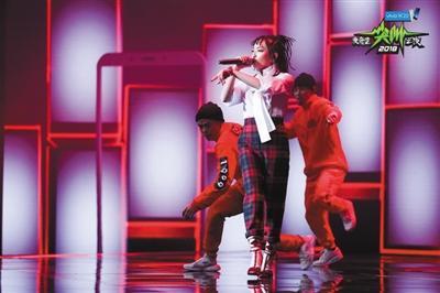 VAVA与GAI同时获得了年度型格歌手大奖。