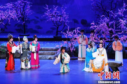 殿堂版中国越剧《红楼梦》在上海大剧院演出。 殷立勤 摄