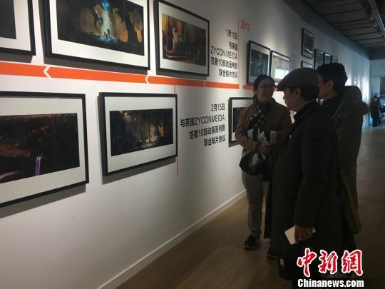 图为当日举办的泽灵八周年创作回顾展。 李英 摄