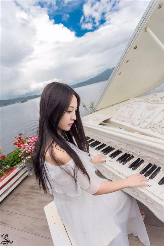 人气主播小太阳推新单《初恋的小美好》