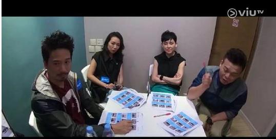 狭窄的房间坐着四个导师:他们是来打麻将的嘛?