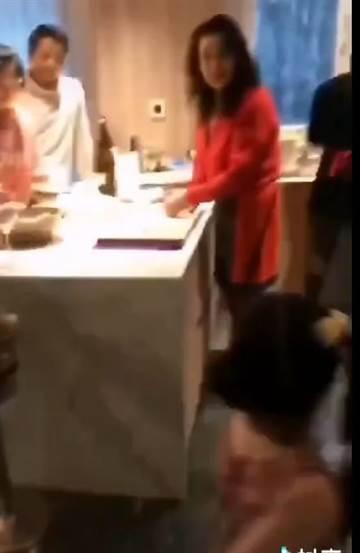 小玥儿也入镜,长高不少。