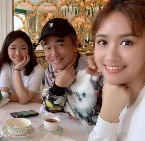 吴宗宪2月虽然也曾PO出二女儿正面照,但当时其实是手滑、不小心的。