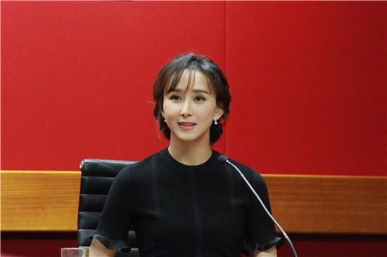 胡静出席华人女性论坛 这样谈如何平衡事业与家庭