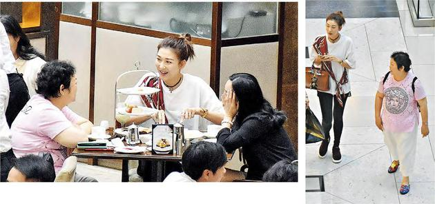 李彩华回香港陪母购物喝茶 何猷君夫妇陪四太吃饭