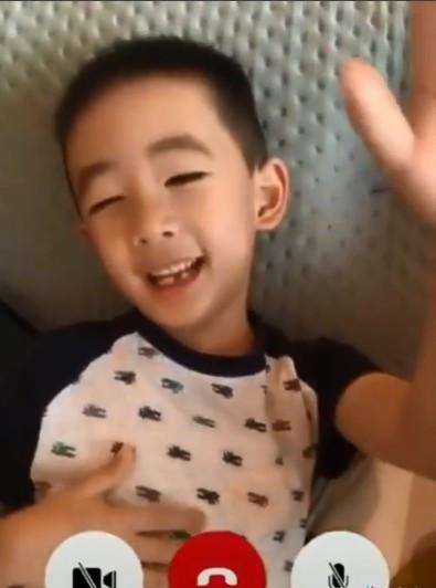Jasper唱陈小春招牌歌曲 应采儿神回复笑翻网友