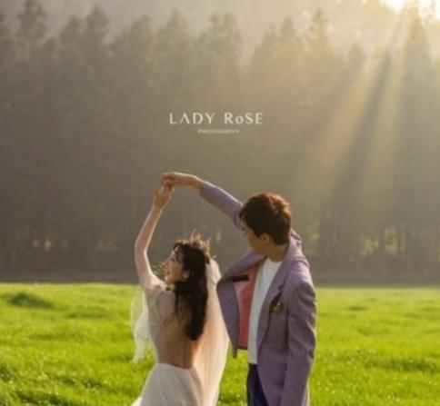 SJ成员利特姐姐9月结婚 已与素人男友交往2年