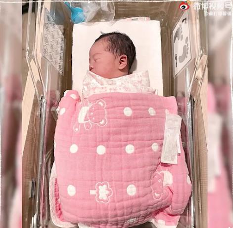 苏打绿馨仪二胎产女:花了好多力气才把她挤出来