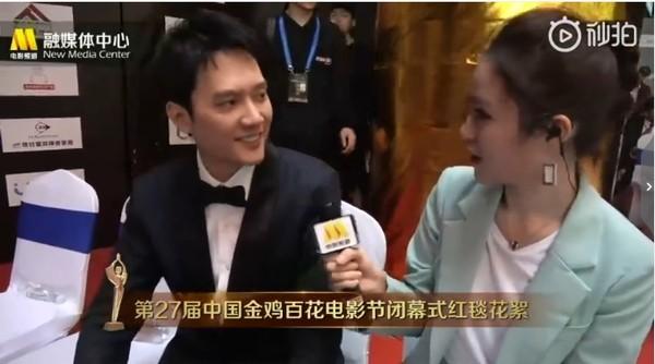 冯绍峰后台接受采访