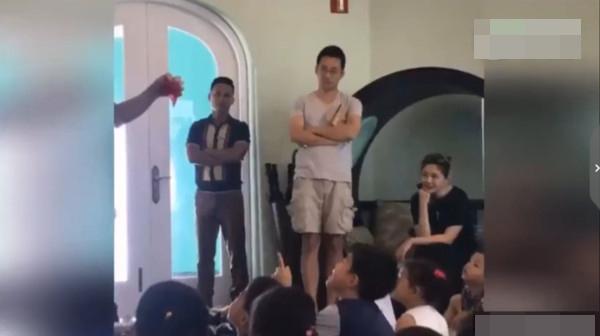 大S和汪小菲现身小孩亲子课。