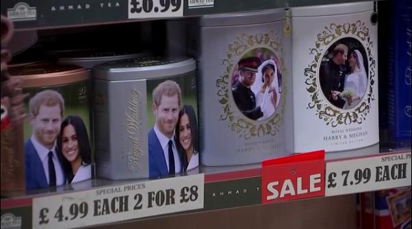 王室纪念品店开始甩卖哈里夫妇周边商品(路透社)