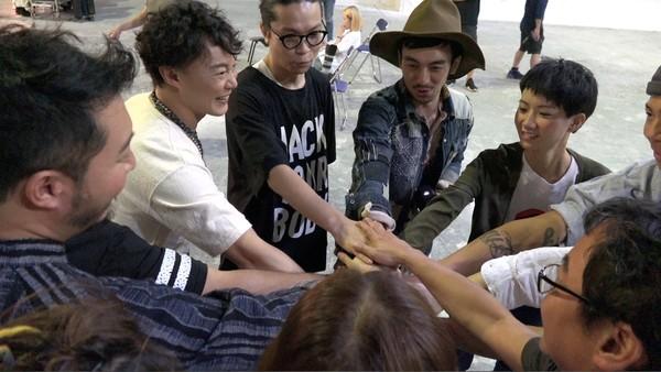 陈奕迅和DUO团队。