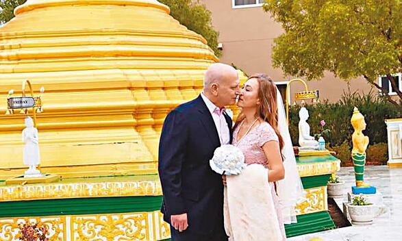 翁靜晶跟何彪於去年底以佛教儀式舉行婚禮。