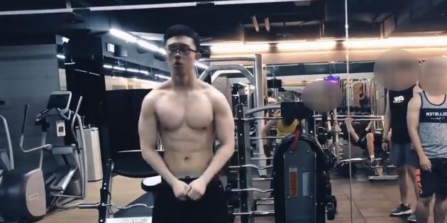 孙安佐晒健身视频