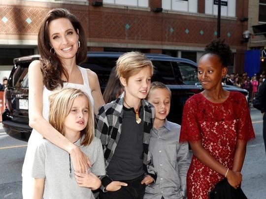 安吉麗娜朱莉與孩子們