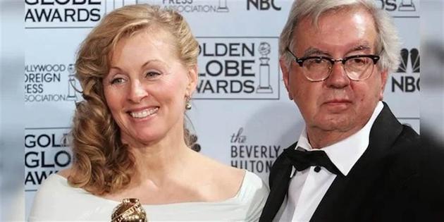 拉里·麦克穆特瑞2006年与伙伴黛安娜·奥撒纳出席金球奖。