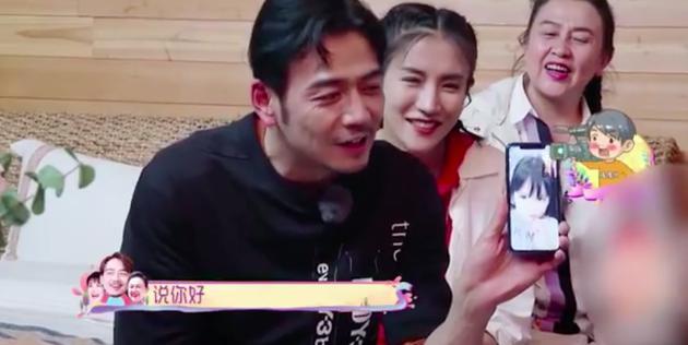 杨烁王黎雯与儿女暖心视频 女儿贴心儿子成大暖男