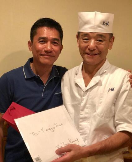 梁朝伟合影厨师