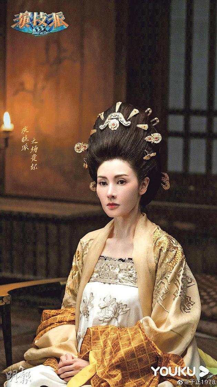 李嘉欣表演本地综艺节目《演技派》,于正今天(9月15日)收放她的杨贵妃外型照