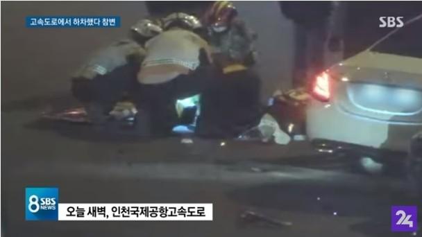 救護員進行急救。