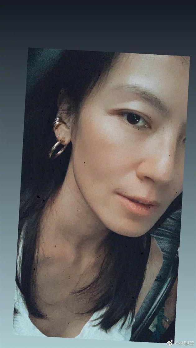 44岁林熙蕾晒素颜自拍 网友看后直呼:女神老了