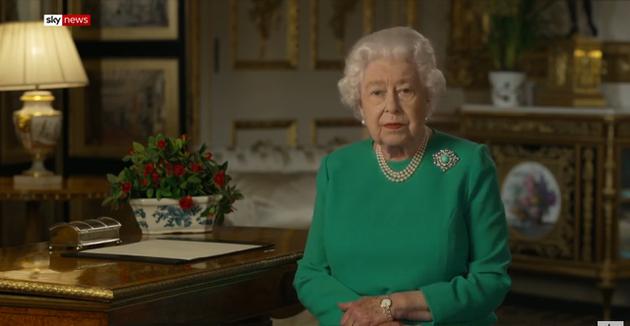 英国女王5日发表电视讲话截图(天空新闻)