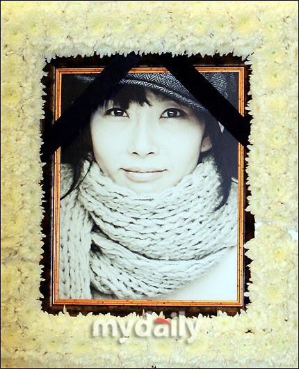 韩国已故女星崔真实儿子出道 19岁当歌手自己创作