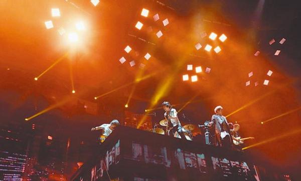 """五月天""""人生无限公司""""巡演昨在台中落幕。"""