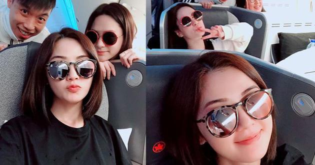 2-01-Twins展开美加巡回演出之旅,准新娘阿娇跟阿Sa玩自拍心情十分好。